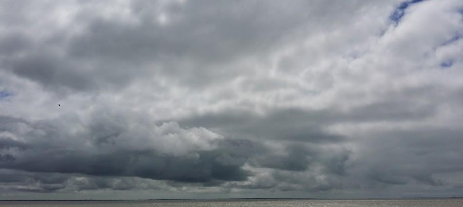 Dune pâle mer de plomb