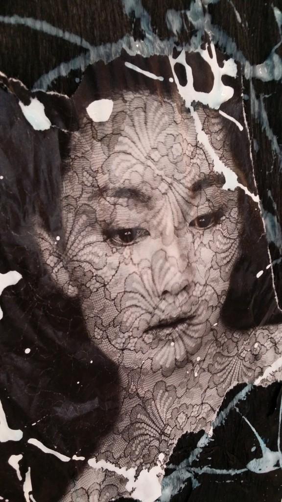 rencontre : femme maquillée de reflets d'eau